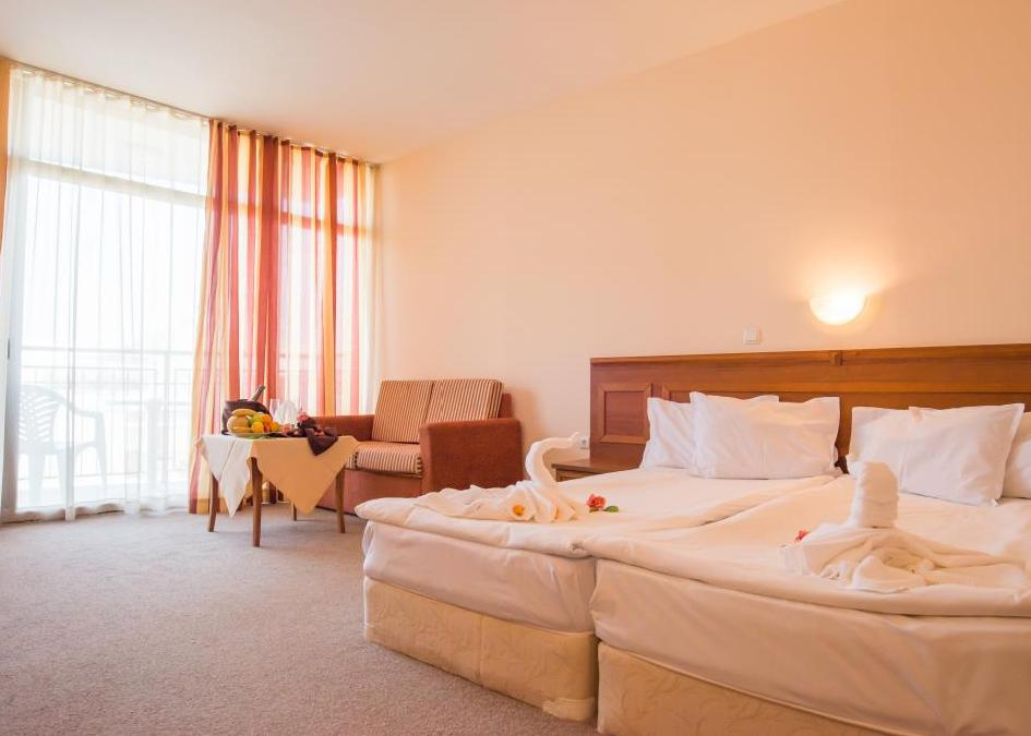 Hotel & Appartements Caesar Palace Beach 4*