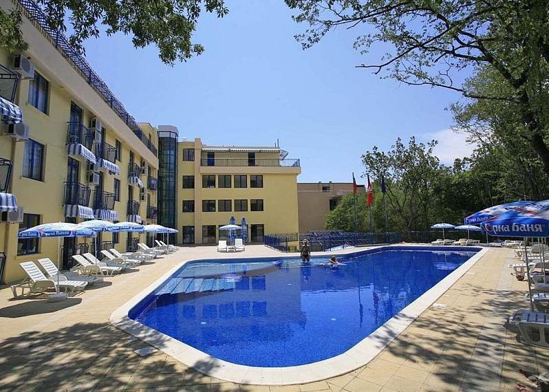 Bulg�ria, Aranyhomok: Hotel Blue Sky 3*, all inclusive (aquapark k�zel�ben)