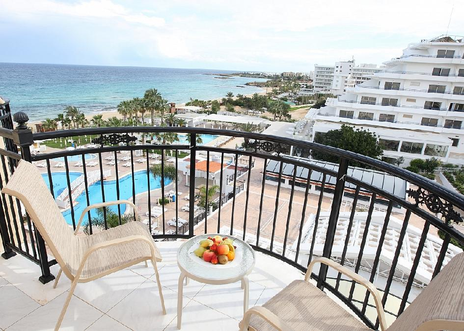 Constantionos The Great Beach Hotel 5*