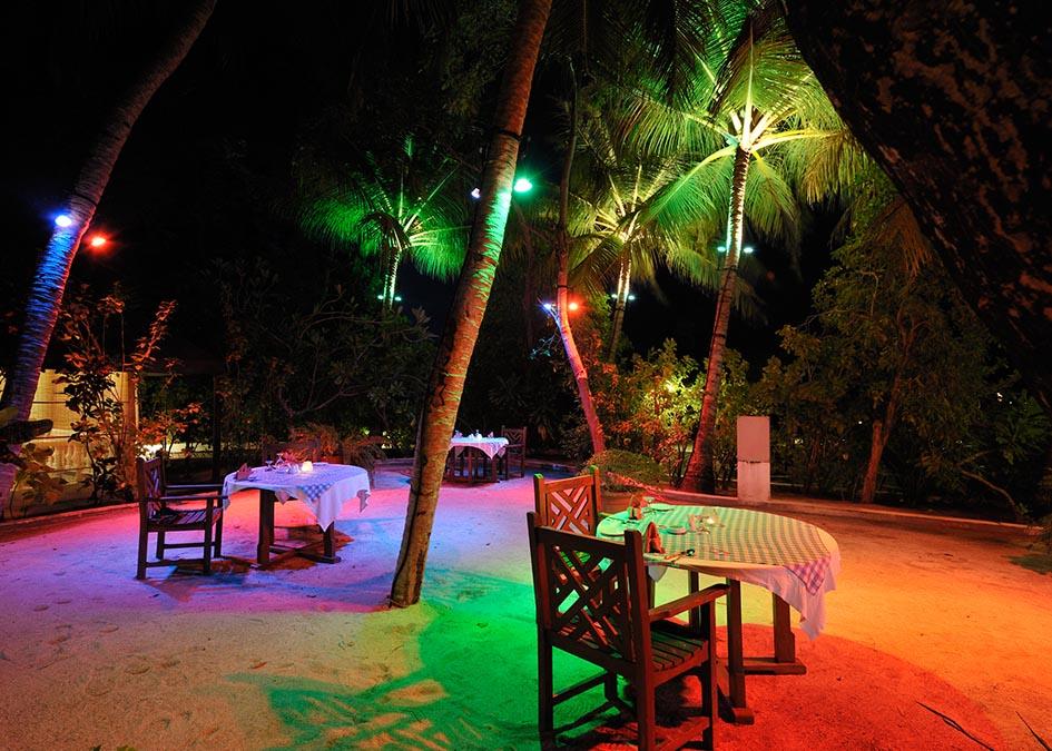 Szuper akci�! Mald�v szigetek: Holiday Island Resort and Spa 4*, superior bungalowban, rep�l�vel