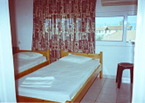 G�r�g sz�razf�ld, Kamena Vourla: Argiroula Apartman, 2 f�s st�di�