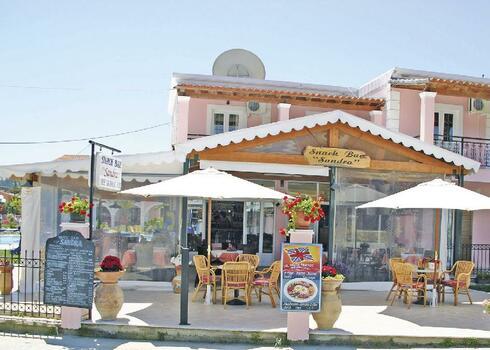 Korfu, Sidari: Billy & Sandra Apartmanh�z, 3 f�s st�di�