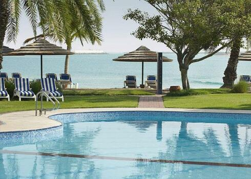 EL�FOGLAL�SI AKCI�! Abu Dhabi, pihen�s a csod�s tengerparton: Hotel Le Meridien 4*+, rep�l�vel