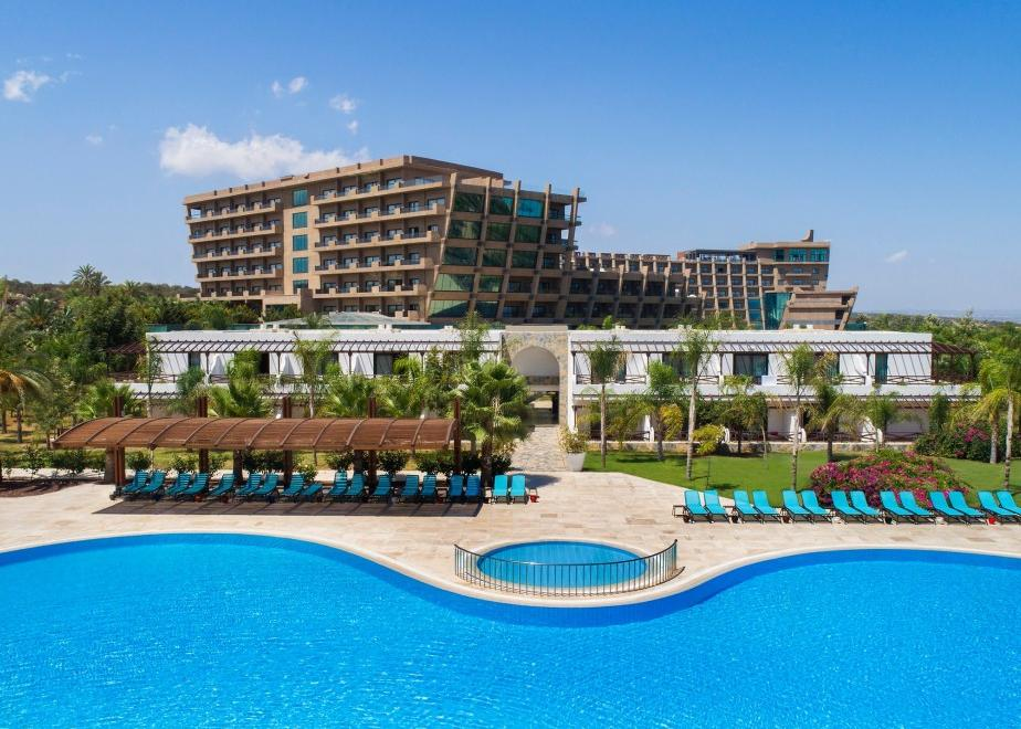 Észak-Ciprus, Famagusta: Noah`s Ark Deluxe Resort & Casino 5*, all inclusive
