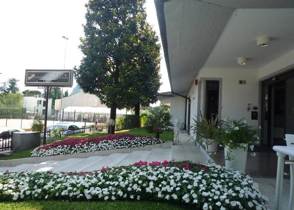 Hotel International- Colombare Di Sirmione 3*