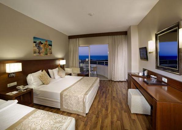 Roma Beach Resort & Spa 5*