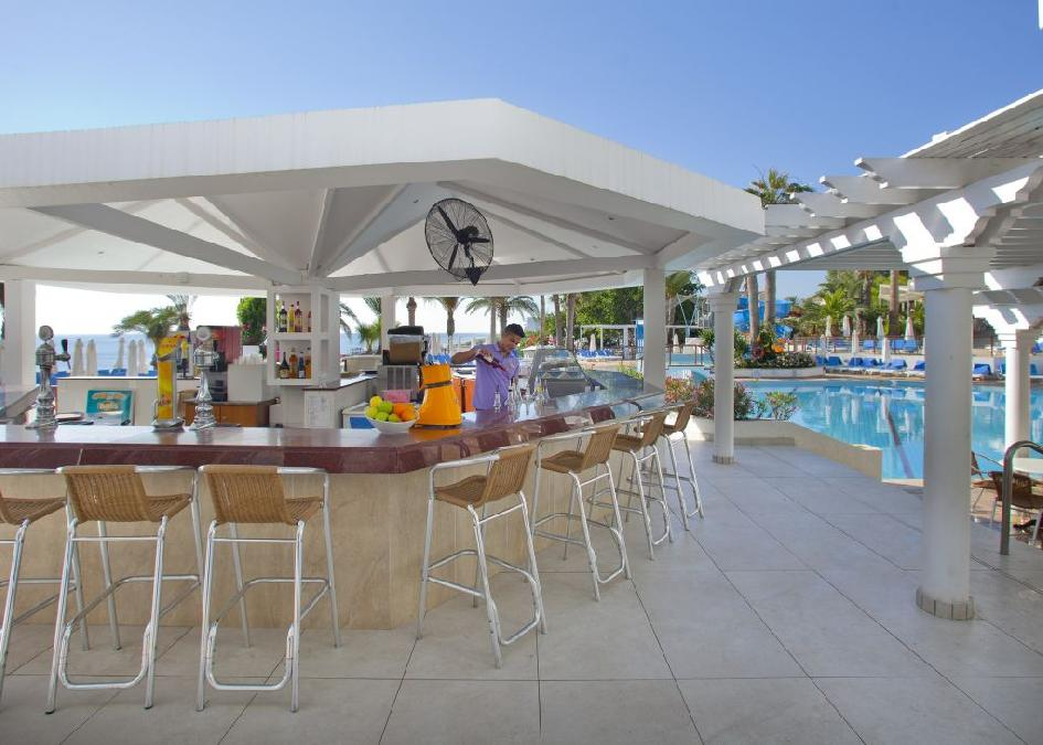 Ciprus, Protaras: Golden Coast Beach Hotel 5*
