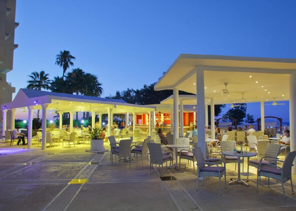 Ciprus, Protaras: Golden Coast Beach Hotel 5*, all inclusive, debreceni indulással