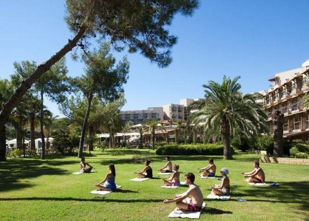 Crystal Tat Beach Golf Resort & Spa 5*