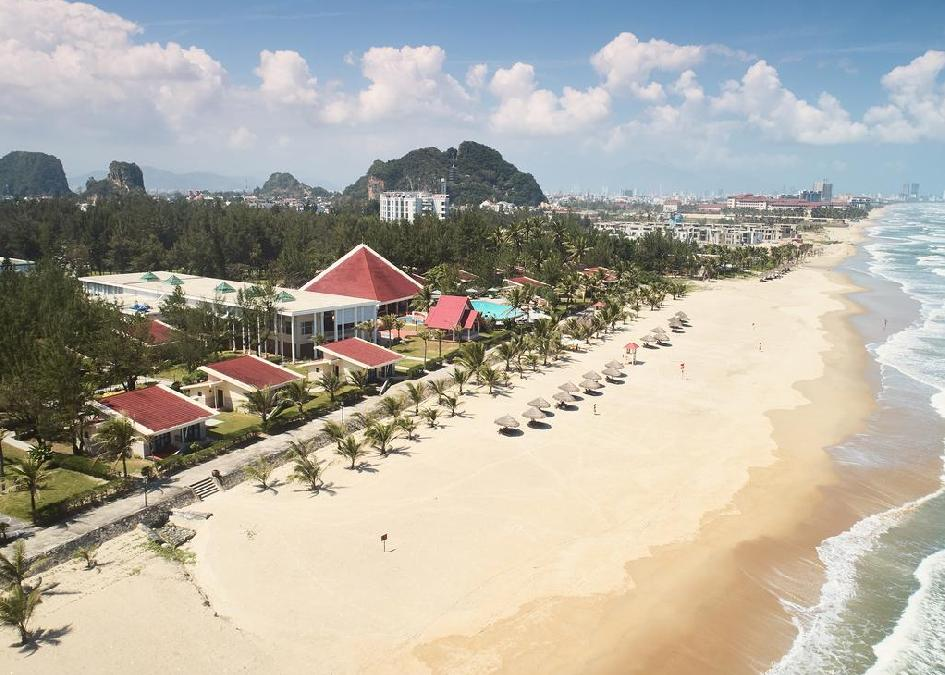 TOP TIPP! Vietnám, Da Nang: Centara Sandy Beach Resort Danang 4*, reggelivel