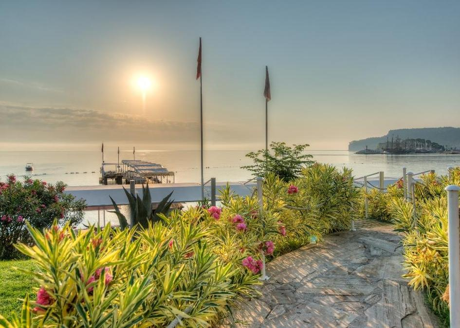 Golden Lotus Hotel 4*