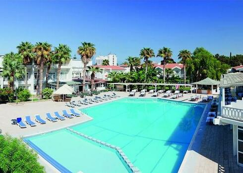 �szak-Ciprus, Kyrenia: La Beach Resort 4*