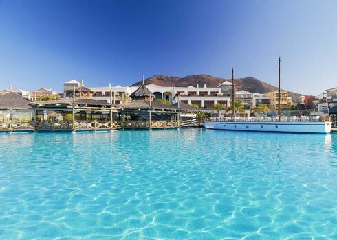 Lanzarote, Playa Blanca: H10 Rubicon Palace 5*, all inclusive, bécsi indulással