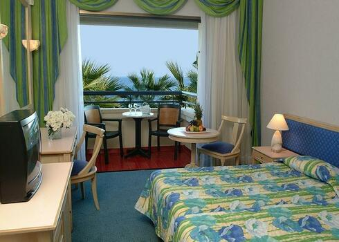 Ciprus, Larnaca: Palm Beach Hotel & Suite 4*, all inclusive, debreceni indulással