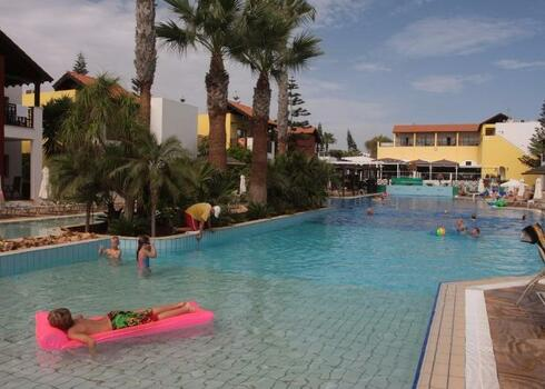 Ciprus, Ayia Napa: Hotel Panthea Holiday Village 3*, all inclusive